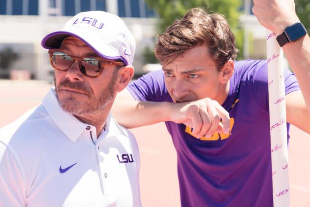 Armand Duplantis et son père Greg au stade de laLouisiana State University, le 20 avril 2019 àBaton Rouge, en Louisiane.
