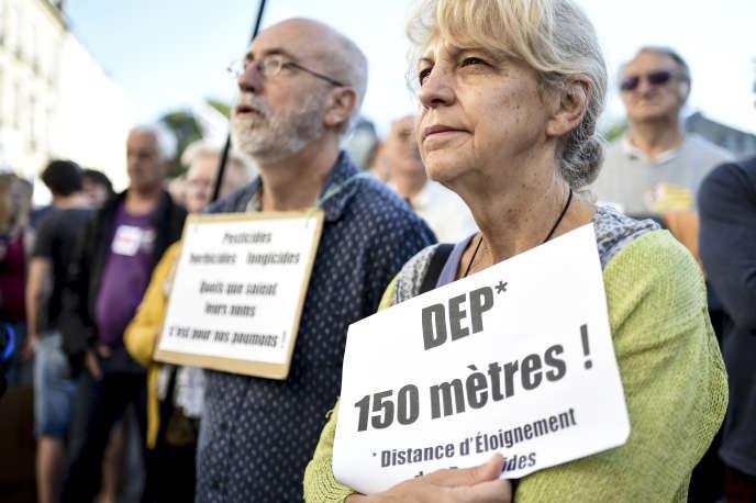 Lors d'une manifestation de soutien au maire de Langouët, Daniel Cueff, à l'initiative d'un arrêté antipesticides, le 22 août, à Rennes.