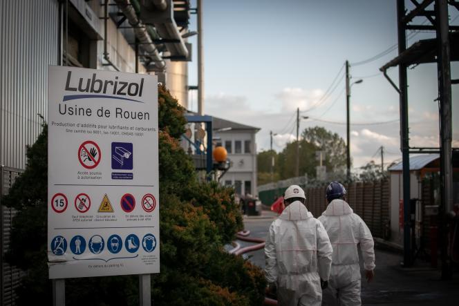 A l'usine Lubrizol, le 27 septembre au Petit-Quevilly, près de Rouen (Seine-Maritime).