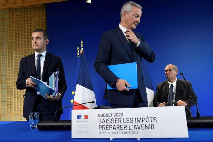 Bruno Le Maire (au centre) et Gérald Darmanin (à gauche), à Paris, le 26 septembre.