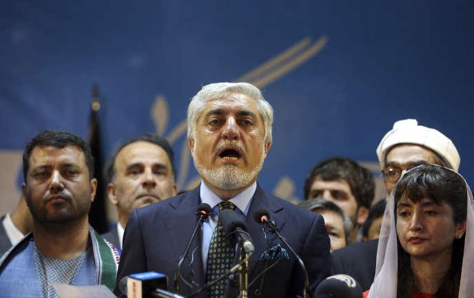 Le candidat Abdullah Abdullah proclame sa victoire à l'élection présidentielle afghane lors d'une conférence de presse, lundi 30 septembre à Kaboul.