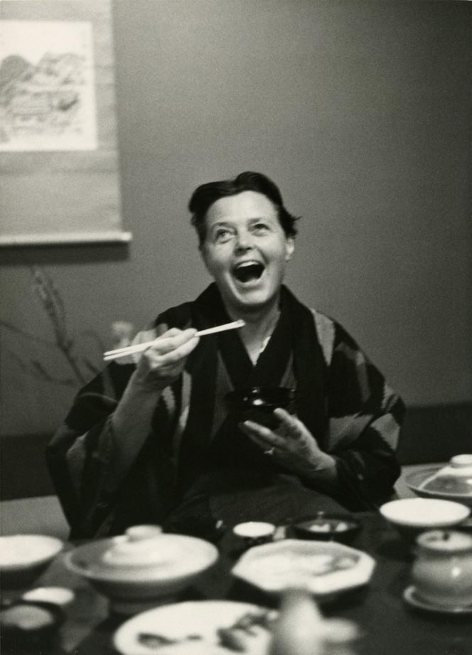Charlotte Perriand, au Japon, en 1954.
