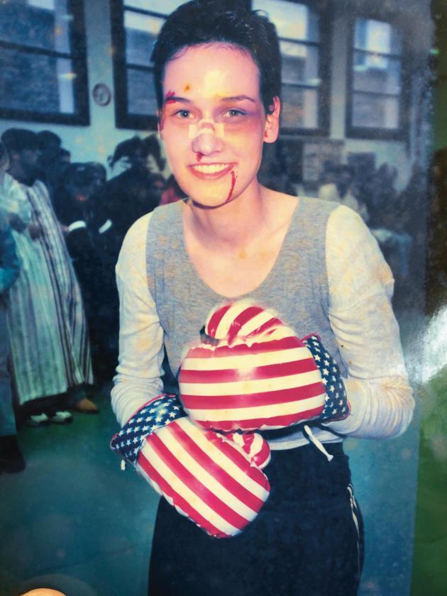 Pour l'affiche de « Stallone», Clotilde Hesme a utilisé une photo d'elle, adolescente, avec des gants de boxe.