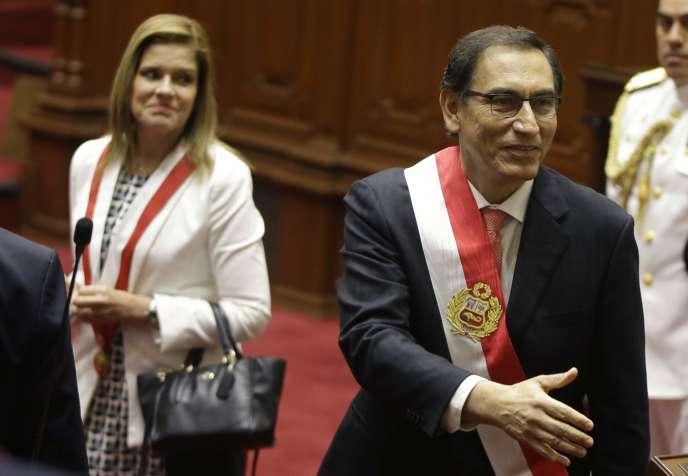 23 mars 2018, avec la vice-présidente Mercedes Araoz, à gauche, le président du Pérou, Martin Vizcarra.