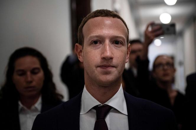 Le patron de Facebook, Mark Zuckerberg, répond rarement à ce type d'invitation.