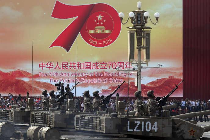 Des centaines de chars ont défilé sur la place Tiananmen, à Pékin, le 1er otobre.