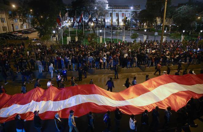 Manifestation devant le Congrès, le 30 septembre à Lima.