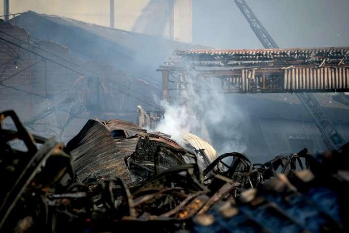 L'usine Lubrizol après l'incendie qui l'a ravagée, à Rouen, le 27 septembre.
