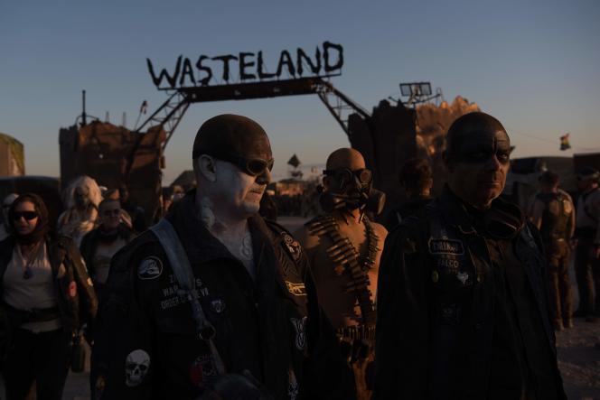 Aux portes de la cité éphémère, pendant le festival postapocalyptique Wasteland Weekend dans le désert de Mojave, le 28 septembre.