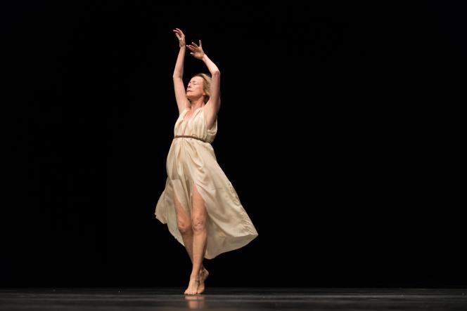 La danseuse Elisabeth Schwartz dans «Isadora Duncan», de Jérôme Bel.