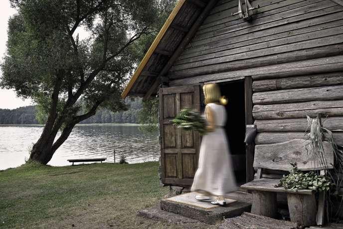 Sauna traditionnel au bord du lac Lusiai, à Paluse.