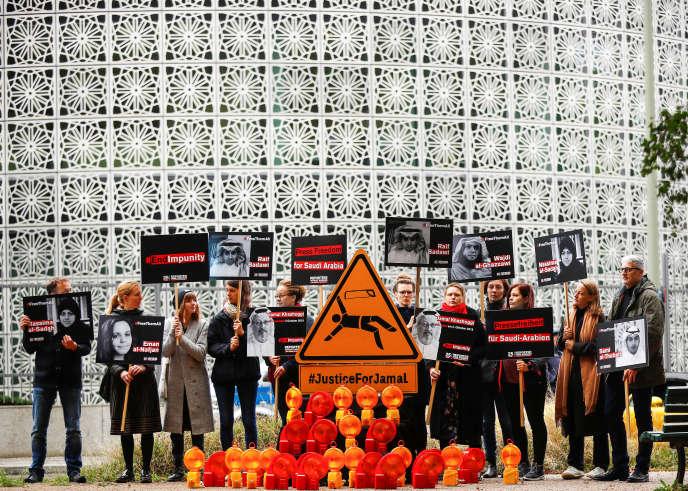 A Berlin, le 1er octobre, des militants de Reporters sans frontières rendent hommage àJamal Khashoggi un an après son meurtre.