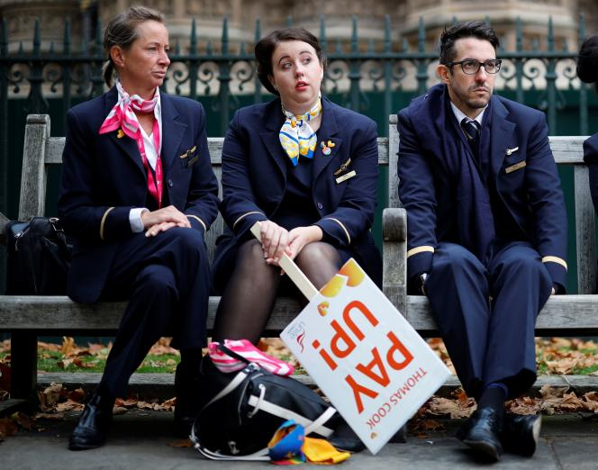 D'anciens employés du voyagiste britannique en faillite Thomas Cook manifestent à Londres, le 2 octobre.