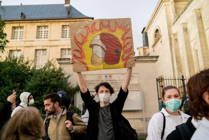 Manifestation après l'incendie de Lubrizol devant le palais de justice de Rouen, le1eroctobre.