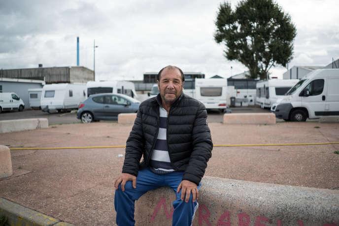 Samuel Caseacsch vit à 500mètres de l'usine Lubrizol, à Rouen. Il habite sur cette aire d'accueil des gens du voyage depuis seize ans.
