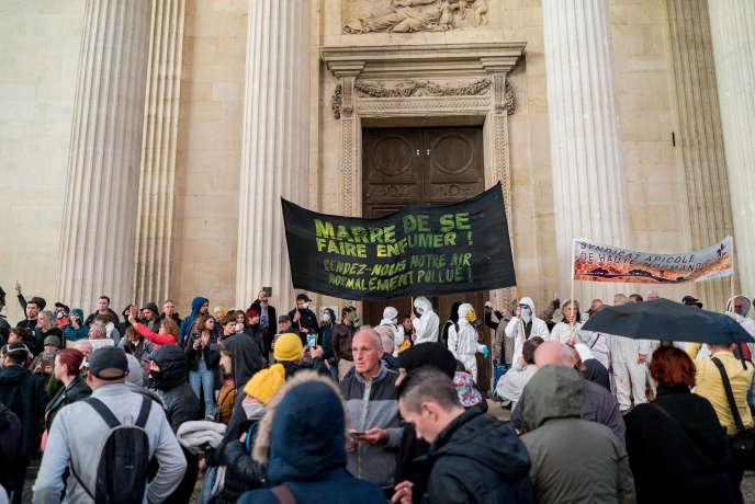 Manifestation devant le palais de justice, à Rouen, mardi 1er octobre 2019.