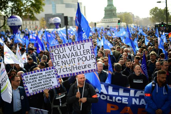 Les policiers au départ de la «marche de la colère», place de la Bastille, à Paris, le 2octobre.