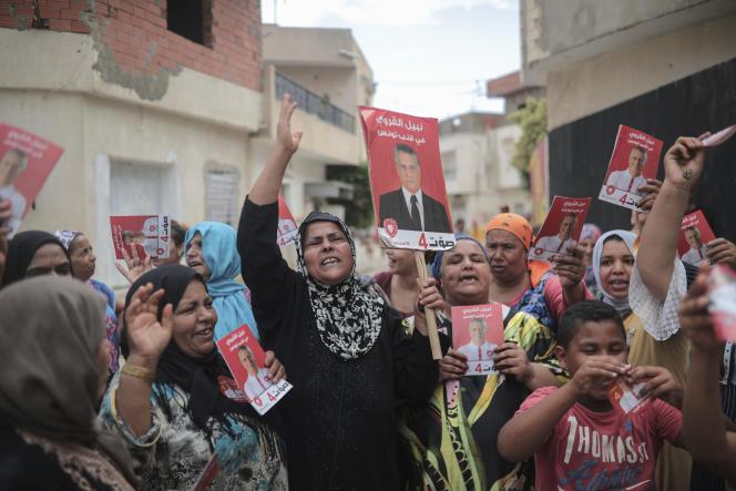 Des partisans de Nabil Karoui réclament sa libération, à Nabeul, près de Tunis, le 21septembre.