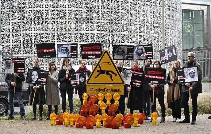 Manifestation de Reporters sans frontières devant l'ambassade d'Arabie saoudite, à Berlin, le 1er octobre.