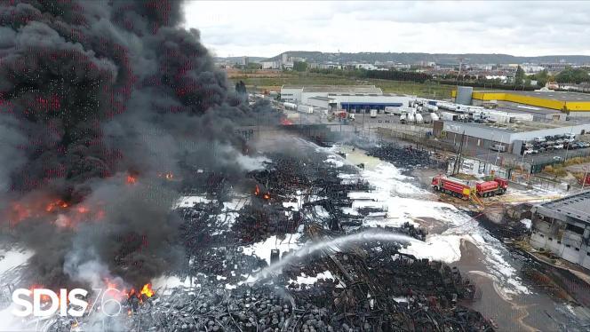 Vue aérienne du site de l'usine Lubrizol prise par le service départemental d'incendie et de secours (SDIS), le 27 septembre.