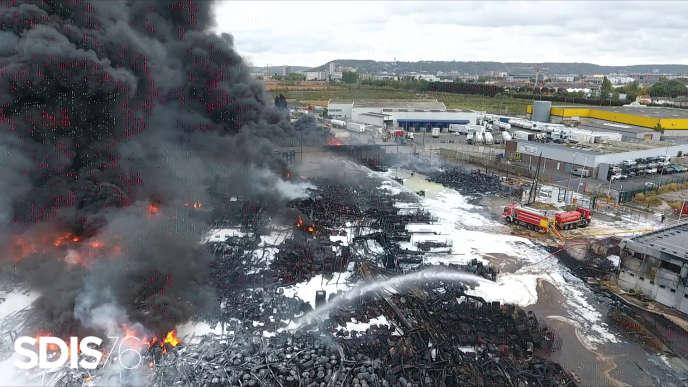 5253tonnes de produits chimiques sur le seul site de l'usine, a expliqué le procureur de Paris dans un communiqué.