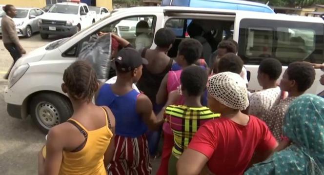 Des femmes détenues captives dans des« usines à bébés» libérées par la police à Lagos,le 30 septembre 2019.