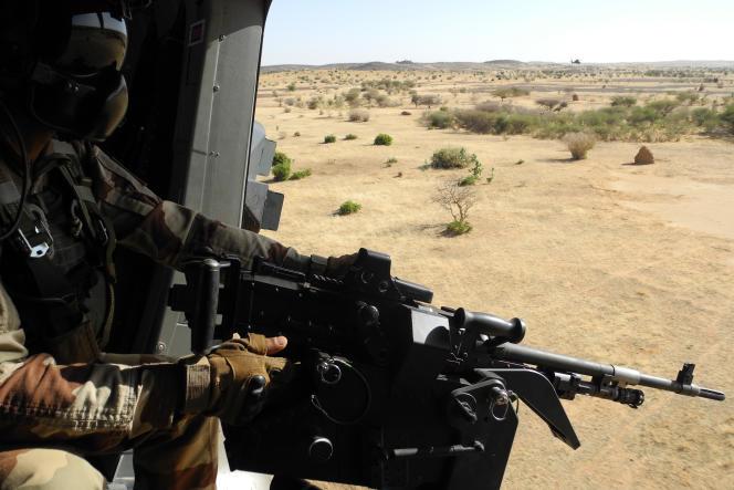 Un soldat de la mission Barkhane, en 2017, au Mali. Mi-septembre 2019, la force française de lutte antiterroriste au Sahel est intervenue au nord du Burkina Faso à la demande des autorités pour sécuriser la ville de Djibo, menacée par des groupes armés.