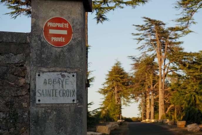 Portail d'entrée de l'abbaye Sainte-Croix.