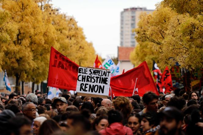 Une pancarte dans une manifestation d'enseignants à Bobigny, le 3 octobre 2019, à la suite du suicide de l'enseignante Christine Renon à Pantin.