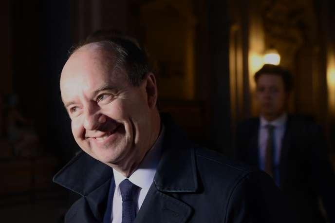 L'ancien garde des sceaux, Jean-Jacques Urvoas, arrive devant la Cour de justice de la République, à Paris, le 24 septembre 2019.
