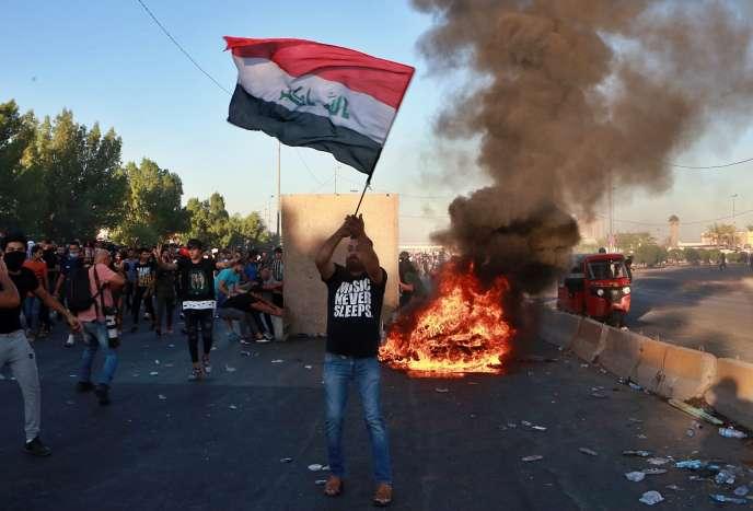 Des manifestants antigouvernementaux à Bagdad, en Irak, vendredi4octobre.