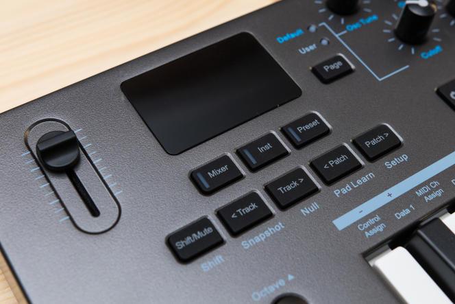 L'écran LED du Nektar affiche un retour visuel pendant la configuration des paramètres MIDI et autres.