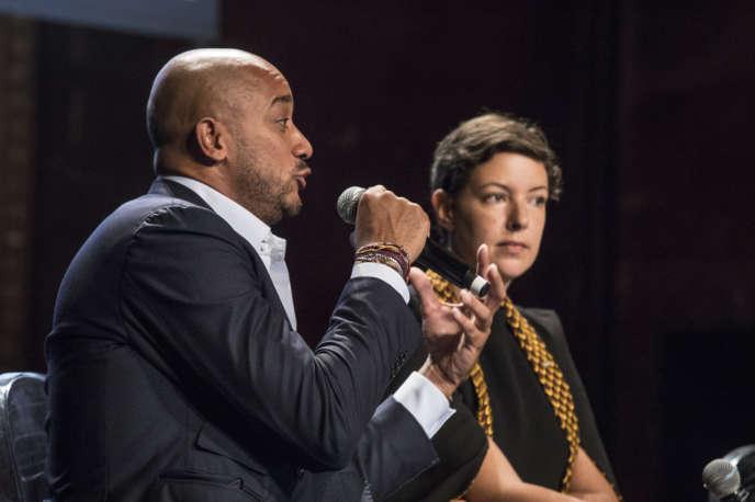 Didier Claes, chercheur au musée de Kinshasa, et Marie-Cécile Zinsou,entrepreneuse franco-béninoise, créatrice de la Fondation Zinsou consacrée à l'art contemporain, au Monde Festival, samedi 5 octobre.