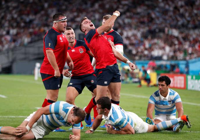 L'Argentine a explosé contre l'Angleterre après l'expulsion de son deuxième-ligne Tomas Lavanini, qui a écopé d'un carton rouge.