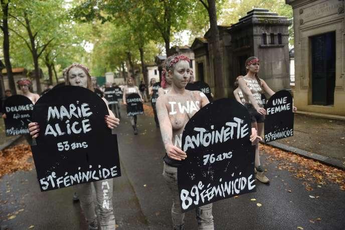 «Ce que nous voulons, c'est crier. Et dans ce cri, il y aura les cris des 94000femmes violées et les pleurs des 225000femmes victimes de violences conjugales chaque année en France. » (Photo: Femen manifestant à Paris contre les violences faites aux femmes, le 5octobre.)