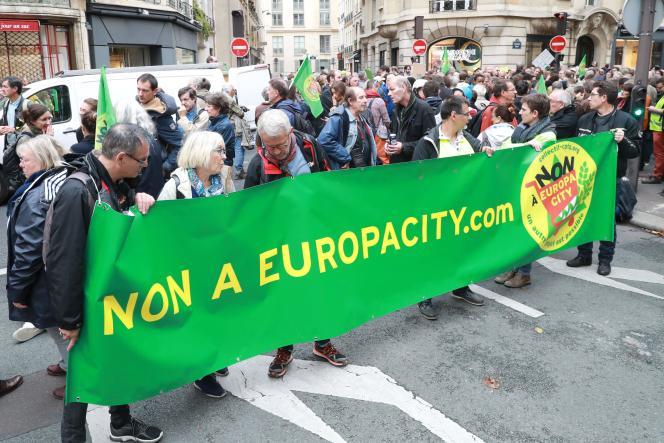 Les manifestants contre le projets Europacity, samedi 5 octobre 2019.