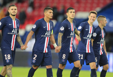 From left to right, PSG's Mauro Icardi, Thiago Silva, Leandro Paredes, Ander Herrera and Marco Verratti acknowledge applauses after the French League One soccer match between PSG and Angers at the Parc des Princes stadium in Paris, Saturday, Oct. 5, 2019. PSG won 4-0. (AP Photo/Michel Euler)