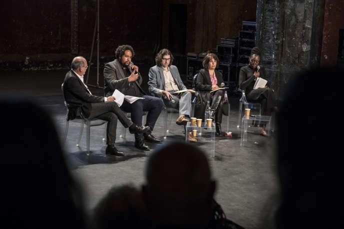 De gauche à droite : Michel Guerrin, Norman Ajari, Laurent Dubreuil, Isabelle Barbéris, Mame-Fatou Niang.