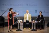 Méditons! Le public du Monde Festival s'initie à la méditation avec Fabrice Midal et Anna Gockël