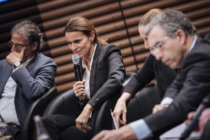 Pierre-Henri Tavoillot, Aurélie Fillipetti, Cynthia Fleury et Dominique Reynié lors de la conférence «La démocratie a-t-elle encore un avenir ?», animée par Florent Georgesco dans le cadre du «Monde Festival» à l'Opéra Bastille, à Paris, le 6 octobre.