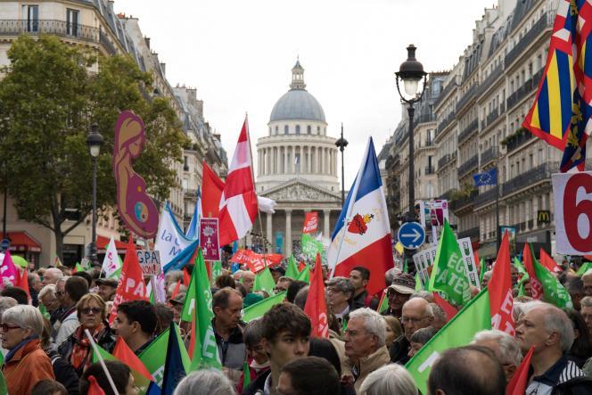 Le défilé a rassemblé 74 500 personnes, selon un comptage réalisé par le cabinet Occurence pour un collectif de médias.