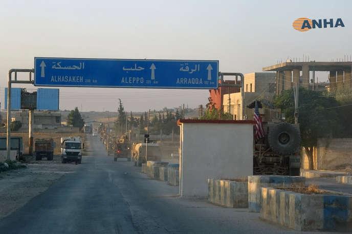 Des véhicules militaires américains dans une ville du nord-est de la Syrie, le 7octobre 2019.