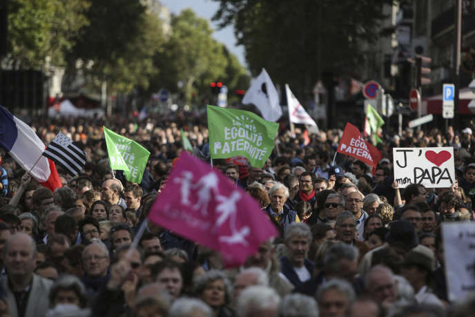 Manifestation en opposition à l'ouverture de la PMA à toutes les femmes, à Paris, le 6 octobre.