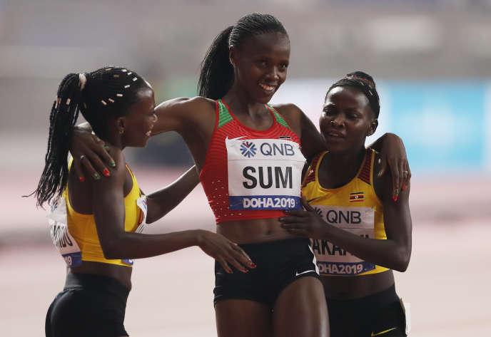 Le 30 septembre 2019, aux Championnats du monde d'athlétisme de Doha, au Qatar, la finale du 800 mètres a consacré l'Ougandaise Halimah Nakaayi avec l'or (centre).