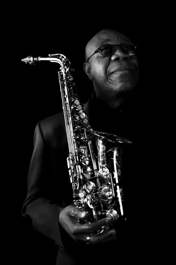 Manu Dibango, jazzman et saxophoniste, à Paris, en mars.