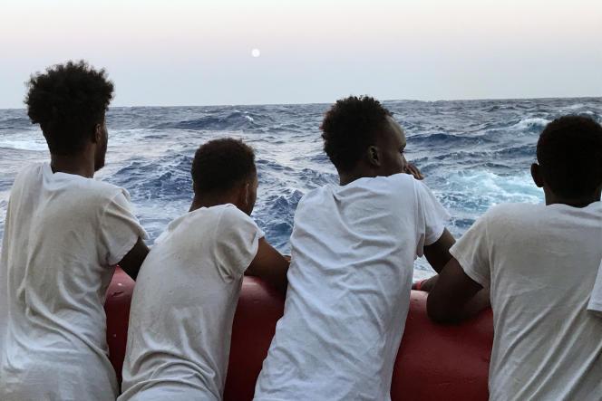 Des migrants repêchés en Méditerranée par les ONG SOS Méditerranée et Médecins sans frontières le 14 août 2019.