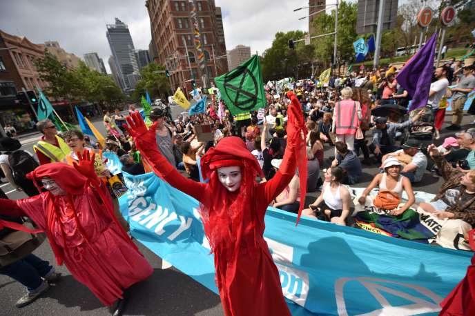 Un sit-in organisé à Sydney par l'association Extinction Rebellion, pour le lancement de deux semaines d'actions de désobéissance civile, le 7octobre.