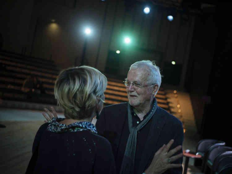 « Je n'ai jamais eu une vision aussi noire de mon pays», a expliqué l'écrivain américain Russell Banks lors de sa conversation avec Raphaëlle Rérolle à l'Opéra Bastille, à Paris, le5octobre2019.