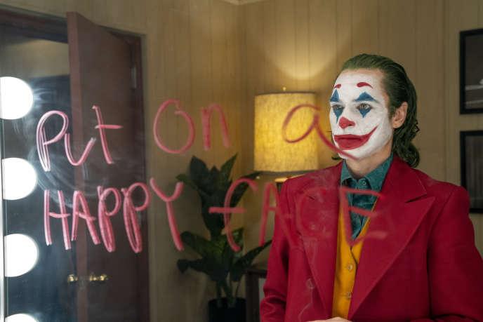 Derrière le maquillage, Joaquin Phoenix dans « Joker», de Todd Phillips.