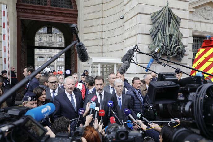 De gauche à droite : Anne Hidalgo, la maire de Paris, Laurent Nunez, secrétaire d'Etat auprès du ministre de l'intérieur, Rémy Heitz, procureur de la République de Paris,Christophe Castaner,ministre de l'intérieur, et Didier Lallement, préfet de police de Paris, jeudi 3 octobre 2019.